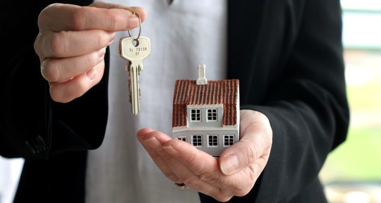 Изображение - Плюсы и минусы дарственной (договора дарения) на квартиру, дом 56ba442d54dde-750x400