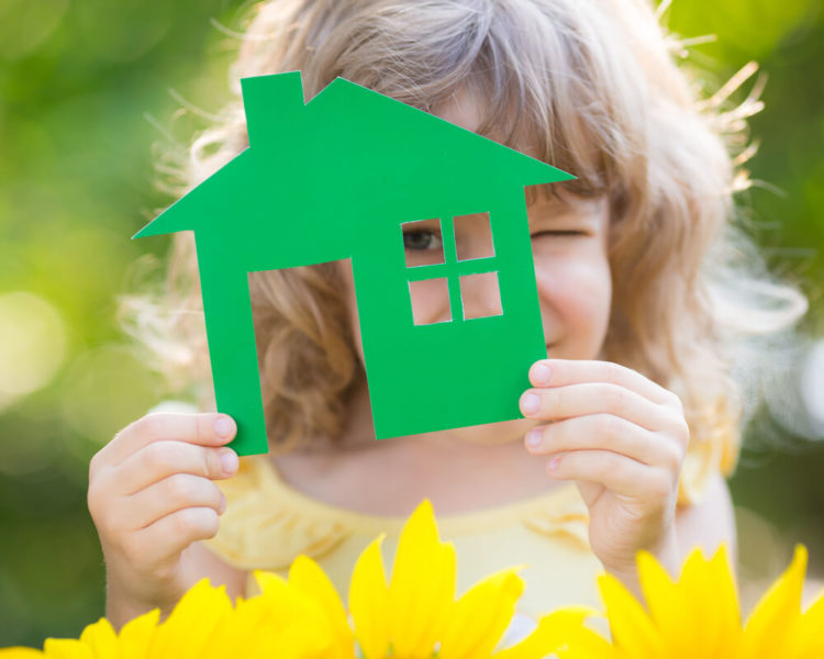 Как подарить квартиру или долю в ней несовершеннолетнему ребенку