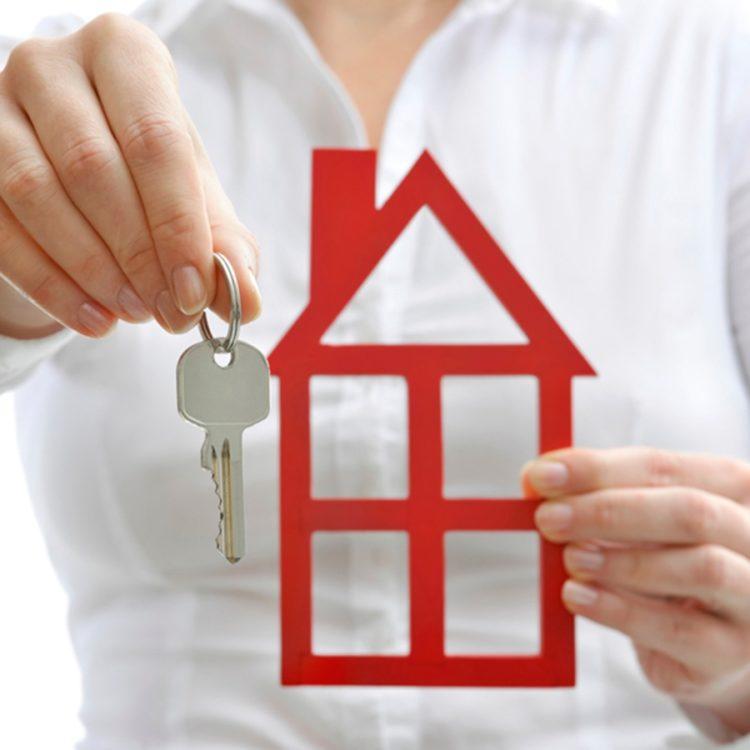 Родители спрашивают: как подарить квартиру сыну (несовершеннолетнему или женатому)? Образец договора дарения