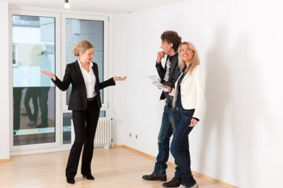 Как торговаться при покупке квартиры, как сбить цену